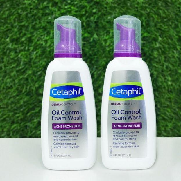 Sữa rửa mặt trị mụn Cetaphil DermaControl Foam Wash