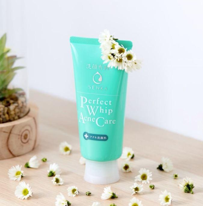 Sữa rửa mặt Senka Perfect Whip Acne Care