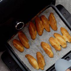Cách nướng bánh mì bằng nồi chiên không dầu 7
