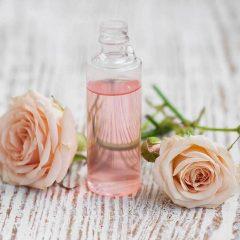 cách dùng nước hoa hồng 1