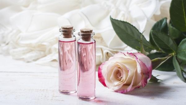 Nước hoa hồng có tác dụng gì